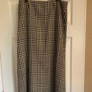 Ankle length black/white pattered skirt